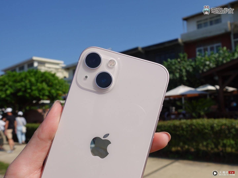 开箱 iPhone 13 粉色萌感爆棚!电影级模式好拍吗?续航如何?手机壳能否共用?热门问题来解答!